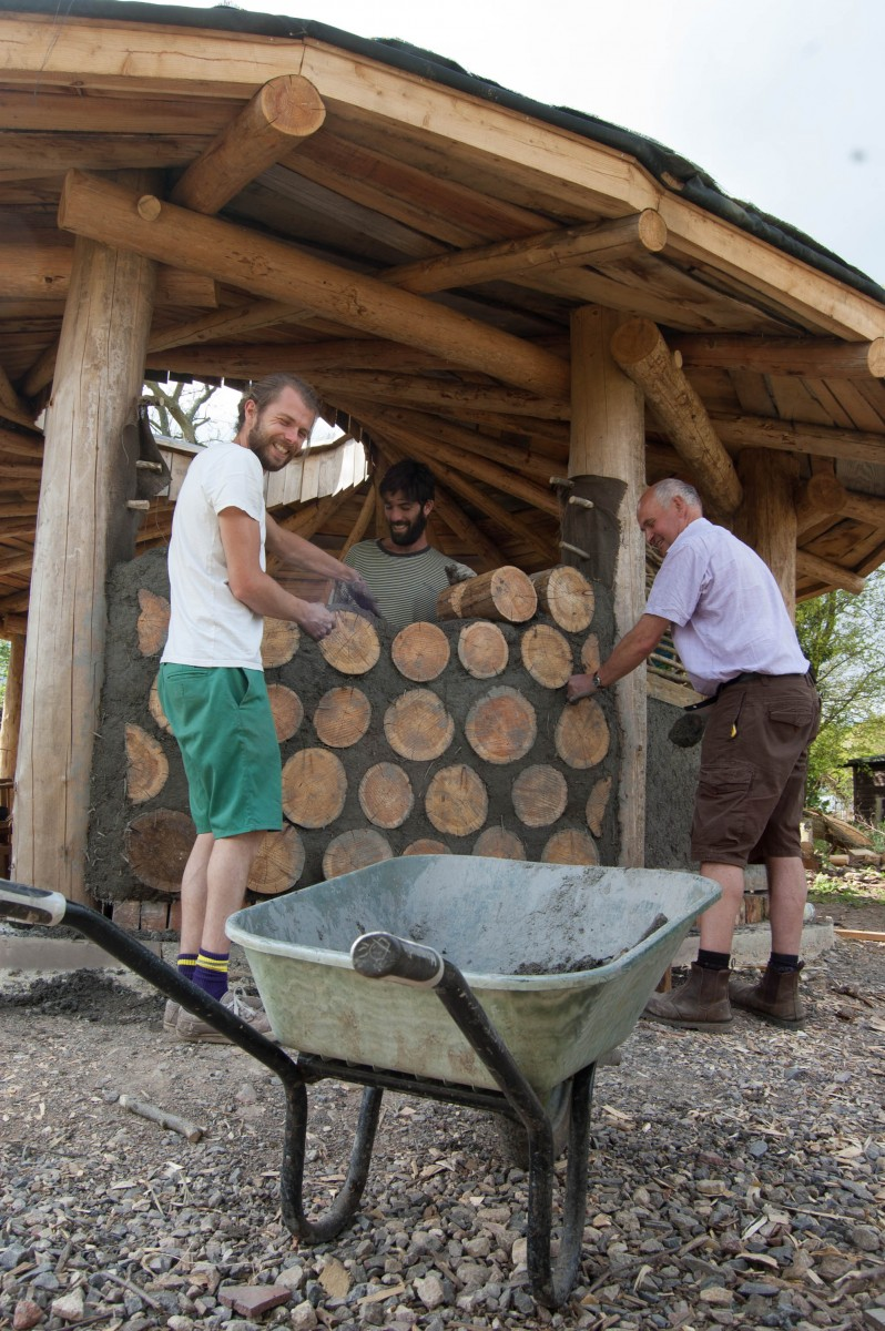 cordwood wall for reciprocal roof roundhouse